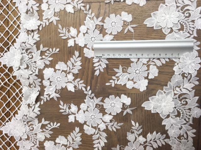 Dentelle parsemée de fleurs 3D 6033