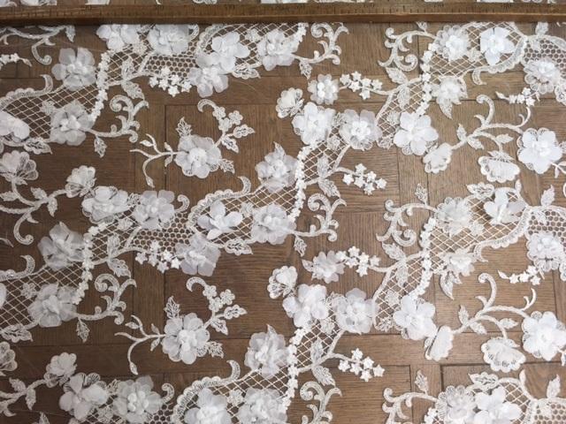 Dentelle festonnée fleurs 3D perlées 6046
