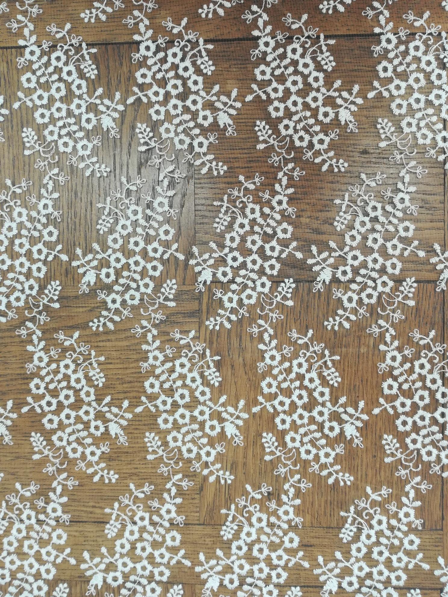 Tulle brodé petites fleurs 6059