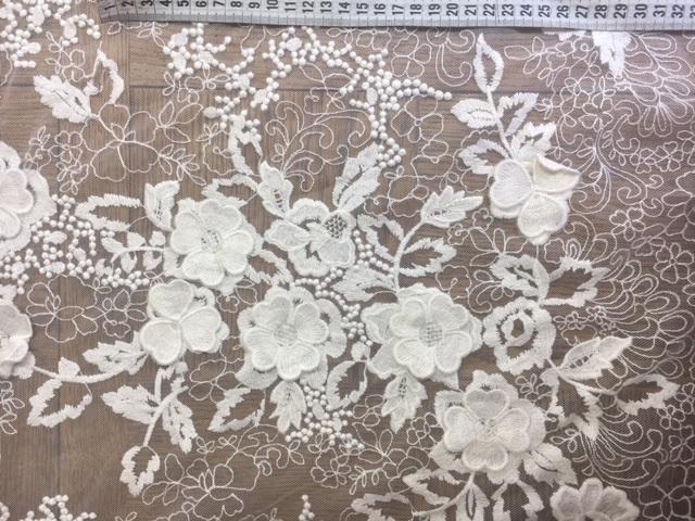 Tulle brodé fleurs 3D 6084