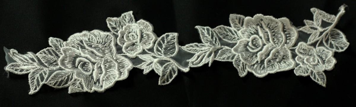 Applique de fleurs sur organza